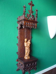 Wall console in gothic style