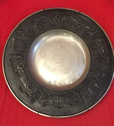 Rare and Old Plate Manufactured by Mercedes with the 1st Cars of the Brand, Made in Tin with 28 cm of Diameter