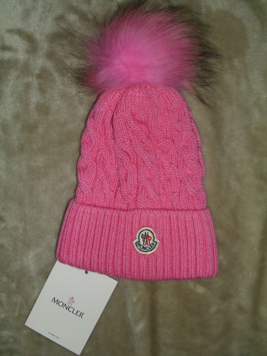 cheap for discount 596f0 dd10c Moncler - Mütze Beretto mit Fell Bommel in rosa - Catawiki