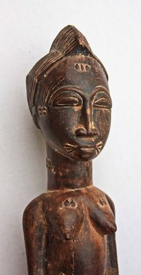 Very beautiful figurine of a Young Woman - BAULE - Ivory Coast