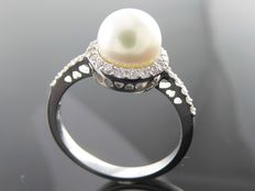 7.55 mm Akoya pearl  ring with 36 brilliant  cut diamonds totaal  0..36 ct