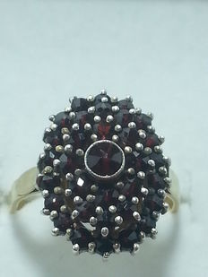 Antique ring – Round cut garnets, 1 ct – Colour, dark red – Clarity VS1.