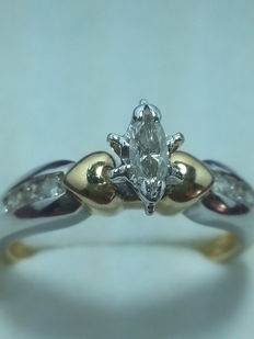 Ring with navette and brilliant cut diamonds (0.42 ct, colour H, clarity VS1)