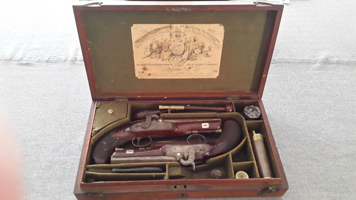 England - magnificent pair of duel pistol signed Thomas Jackson Mortimer London in their chest in mahogany with all accessories from this period 1800-1820
