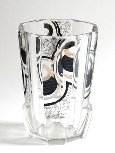 Art Deco – Karel Palda (att.) - octagonal vase with geometrical decoration in black and silver