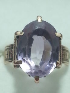 Ring with oval cut amethyst, 8 ct.