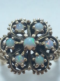 Antique ring with opals, 0.80 ct