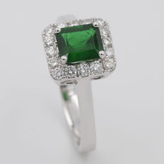 White gold ring, with 1.10 ct emerald, and 0.35 ct diamonds. High jewellery finishings. HRD certificate.
