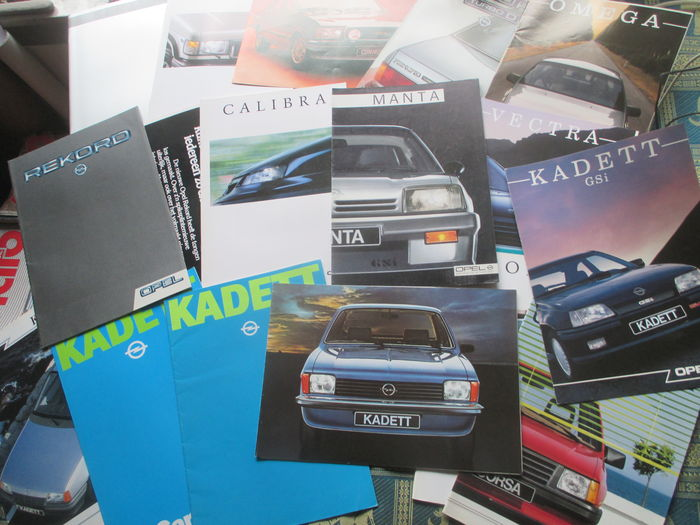 Car brochures Opel (among others Commodore/Calibra/Manta/Kadett/Rekord/Senator, 17x, 1977-1989)