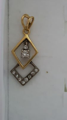 Pendant in white and yellow gold, with 0.14 ct diamonds.