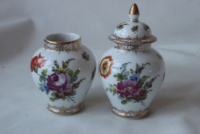 Donath & co porzellanmalerei Dresden- 2 porcelain vases 1 with lid