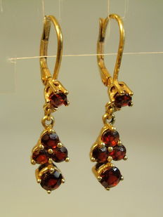 Golden earrings with garnet from around 1900