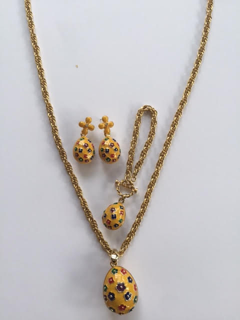 Jewellery set, gilded with inlaid enamel flowers