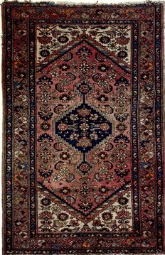Persian carpet Hamadan, 200 x 130 cm; no reserve price, bidding starts at €1.