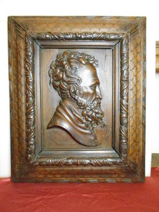 Solid walnut high-relief , signed Bonfanti, a sculptor from Bergamo, 20th