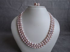 Light pink freshwater pearl necklace with silver pearl earrings