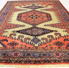 Beautiful old Persian carpet Viss Wiss 275 x 375 cm, made in Iran circa 1960, very good condition