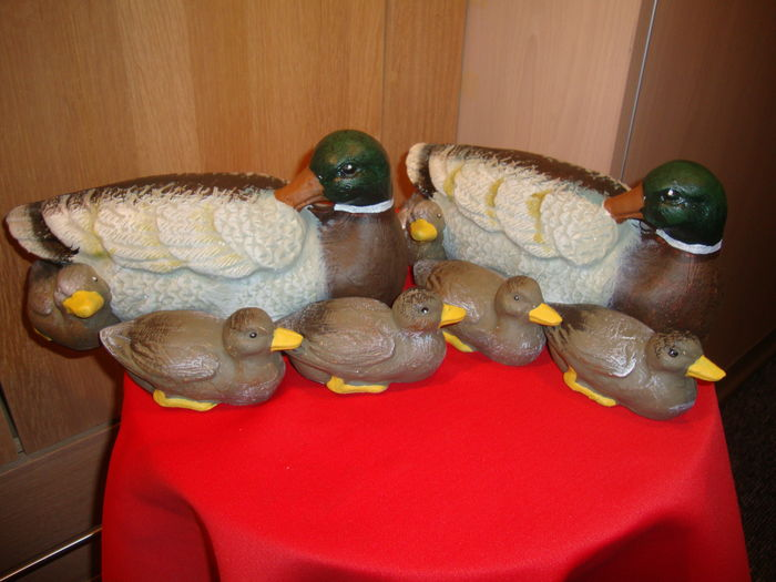 Two large cast iron ducks with ducklings - Multi Colour, eight pieces in mint condition. Weight about 8 kg