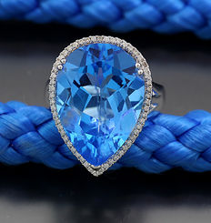 Blue topaz diamond ring, totalling approx. 15.80 ct in 750 white gold - no reserve price -