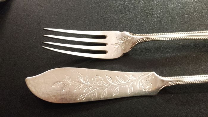 Silver plated fish cutlery from Engeland