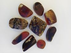 Natural polished amber - Total weight 170 grams.