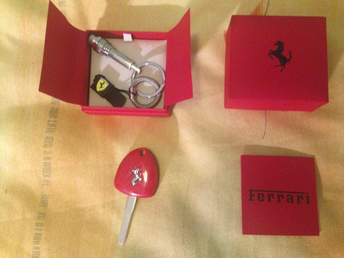 Original box with keyrings Ferrari ferrari and warranty + in key gift Ferrari