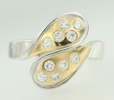 Bi-colour gold ring in 18 kt, set with brilliant cut diamonds, ring size 16.5 (52)
