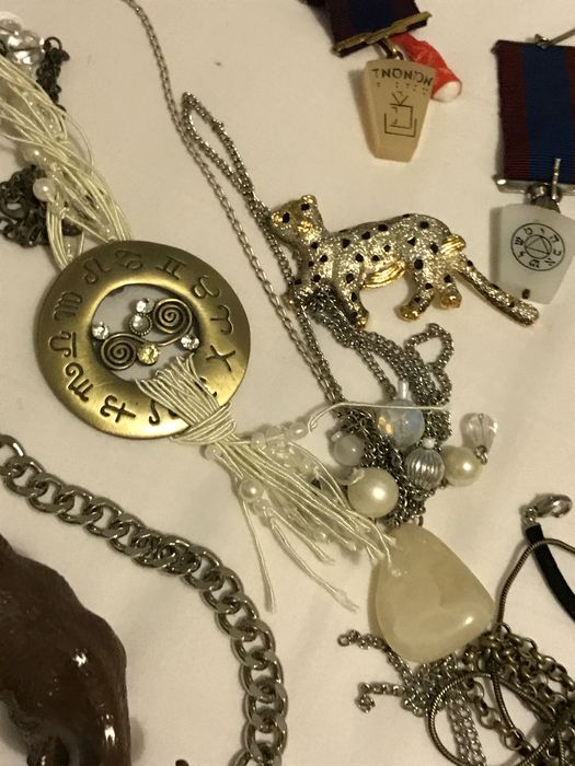 Massive Vintage collection of rings masonic, brooches, necklaces,  gemstones, watches and medals gold coin - Catawiki