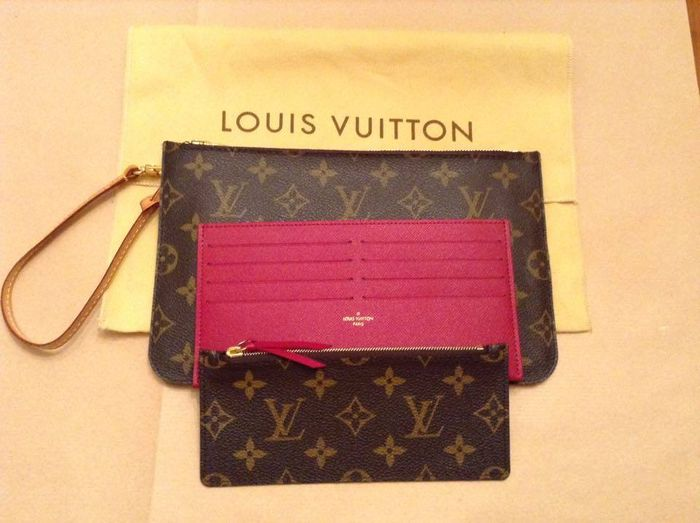 b2ca0726024e Louis Vuitton – clutch with strap leather credit card holder - Catawiki