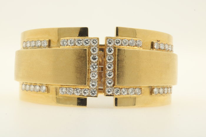 Bangle, 750 / 18 kt yellow and white gold, brilliants 5.00 ct G H TW DGE certificate - dimensions approx. 60 x 50 inside