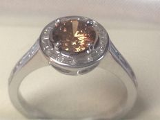 White gold 18 kt women's ring - Brilliant cut diamond natural brown and 20 tape cut diamonds of 1.44 ct in total