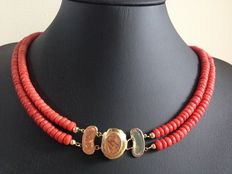 Old Dutch precious coral necklace, 2 strands with a 14 kt gold clasp