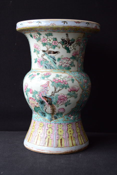 Large porcelain spitoon - China - 19th century