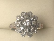 White gold ring 18 kt with 19 brilliant cut diamonds, 0.40 ct in total W/VS.