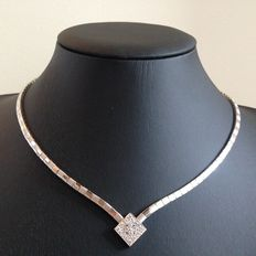 14 karat gold necklace (choker) with diamond