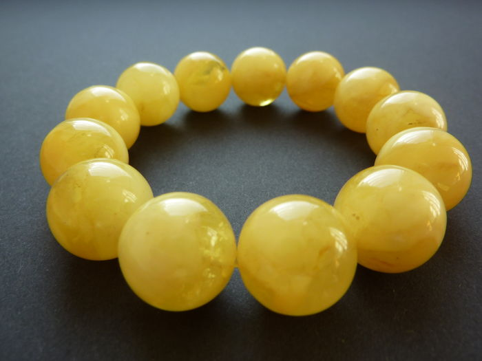 Baltic amber bracelet in translucent egg yolk colour