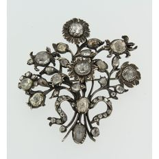 Silver floral brooch with many rose cut diamonds, ca. 9.00 ct