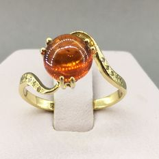 14kt Gold ring with 3.83 ct spessartite garnet with 10 diamonds - size 18.0