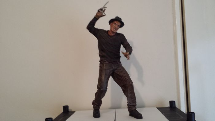 A Nightmare on Elm Street - NECA - Freddy Krueger figure with sounds - 18 inch tall