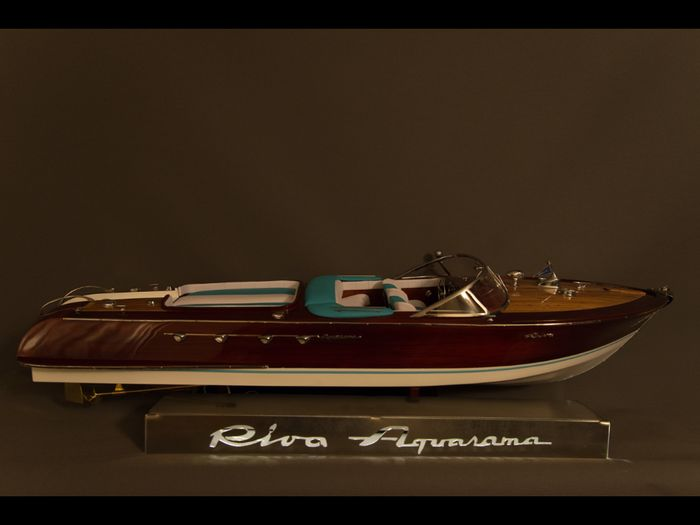 Riva Aquarama model boat size 870mm including riva light bar