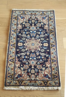 BEAUTIFUL AUTHENTIC PERSIAN  VILLAGE NAIN RUG circa 1990 109 x 57cm