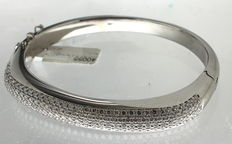 White gold bracelet inlaid with 4 ct diamond