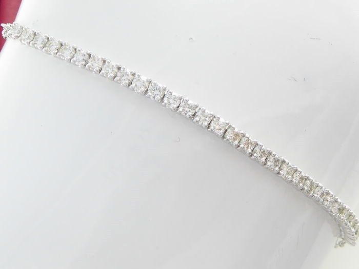 White gold bracelet set with 30 brilliant cut diamonds, 1.00 ct in total *** no reserve ***