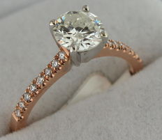 Rose gold ring inlaid with 1.09 ct diamond