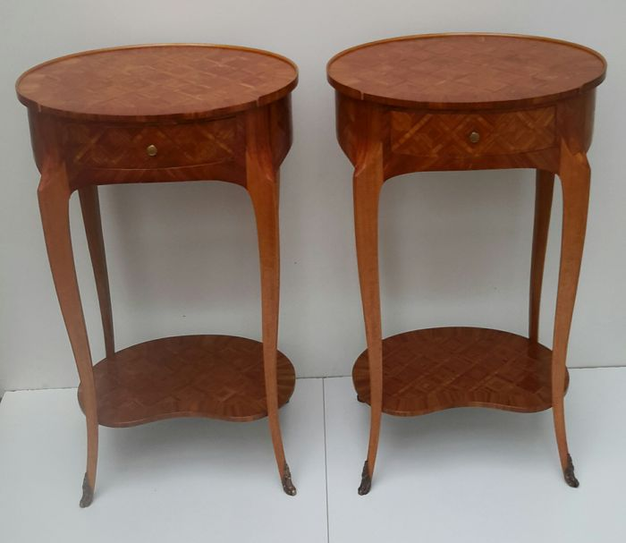 A pair of oval rosewood inlaid table de chevet in louis xv - Table de chevet louis xv ...