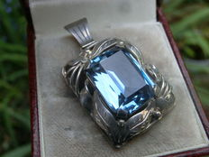 French 925 silver pendant in Jugendstil style with a clear blue topaz