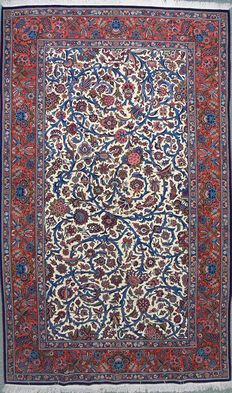 Fine Kashan Persian made of wool and silk.