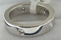 White gold ring inlaid with 0.50 ct brilliant cut diamond