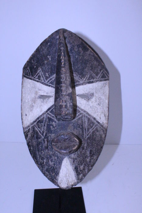 Old mask - Lulua / Luluwa - DRC Zaire - mask from a private Belgian collection
