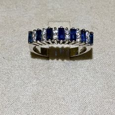 18 kt white gold ring—7 sapphires (0.83 ct)—12 diamonds (0.24 ct)